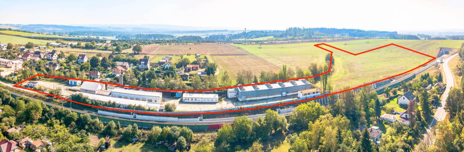 Prodej průmyslového areálu u dálnice